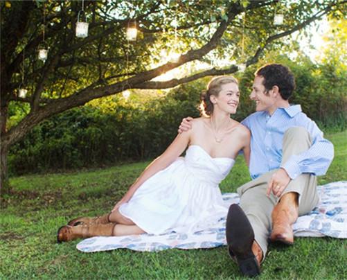 外景唯美婚纱照 欧美情侣婚纱照片欣赏