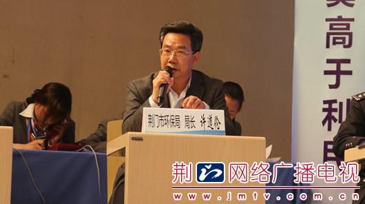 荆门市环保局局长许道伦接受问政