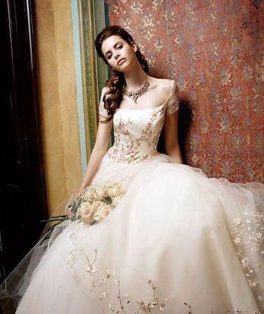 欧式奢华宫廷婚纱 让人无法抗拒的美
