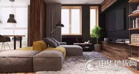 客厅木地板 设计师在室内使用了大量的深色木质元素和木地板,十分清晰的纹理带来自然放松的氛围。灰色沙发,毛绒地毯,时尚的家饰营造出舒适又温暖的居家感受,同时还利多处的黑色调点缀,姜黄色提亮,形成质感不乏味的视觉效果。